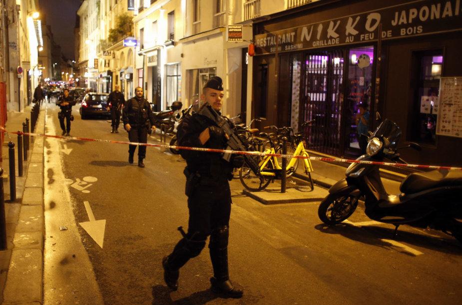 Paryžiaus centre vyras peiliu sužeidė keletą žmonių