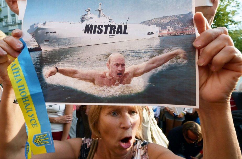 """Protestas prieš """"Mistral"""" laivų pardavimą Rusijai"""