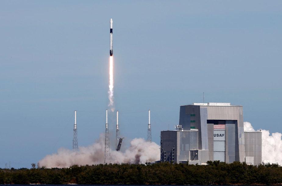 """""""SpaceX"""" paleido į TKS krovinių kapsulę """"Dragon"""""""