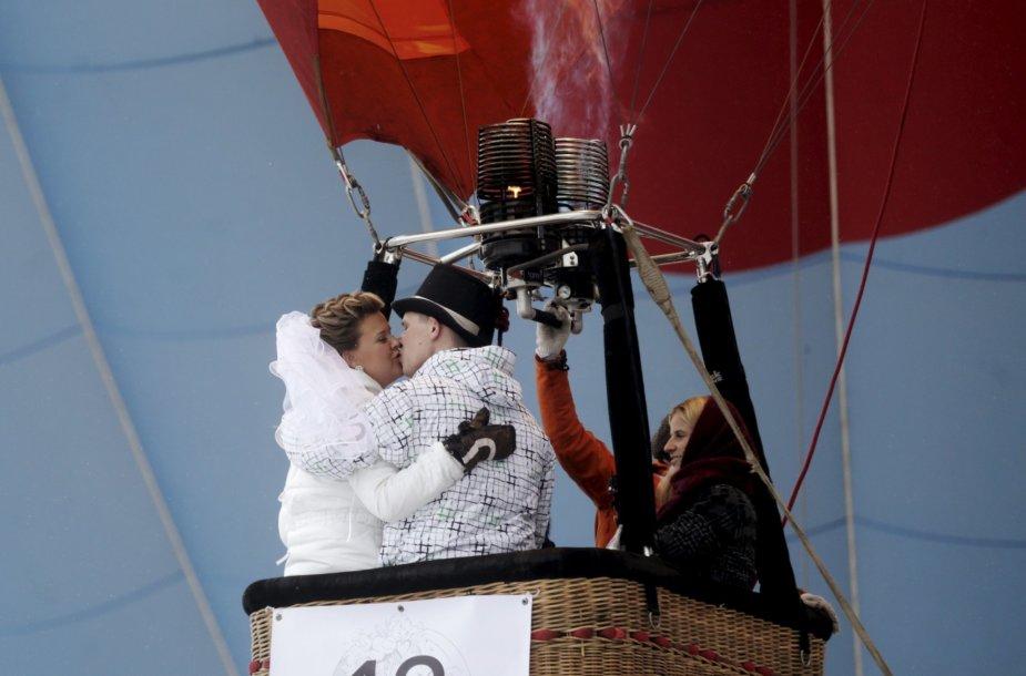 Latvijoje pakilusios į orą balionais susituokė pusšimtis porų