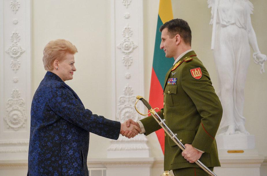 Prezidentė suteikė brigados generolo laipsnį Raimundui Vaikšnorui