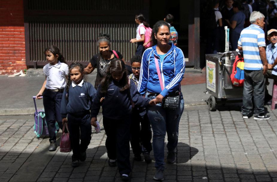 Krizė Venesueloje kelia pavojų vaikams