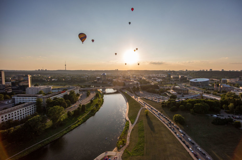 Vakarinis skrydis oro balionu virš Vilniaus