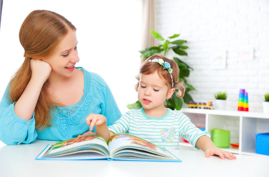 Mama moko dukrą skaityti
