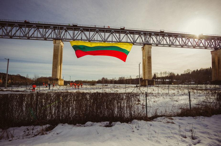 Vėliava ant Lyduvėnų tilto