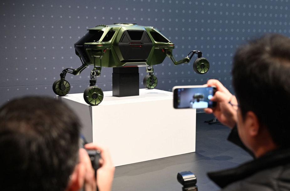 Korėjiečiai sukūrė vaikštantį automobilį