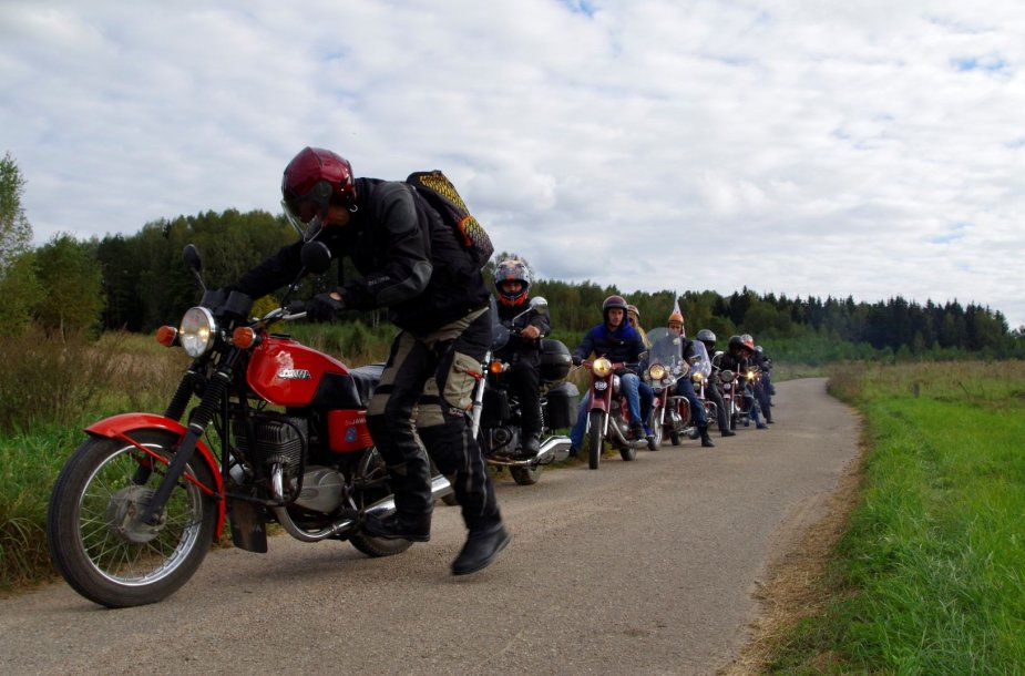 """JAWA gerbėjų susirinkimas motokempinge """"Škilietai"""""""