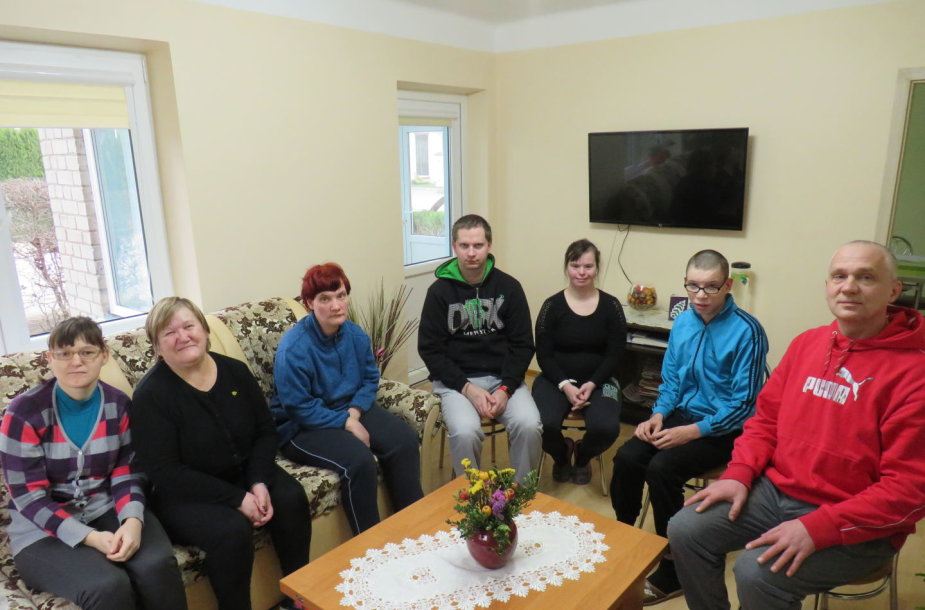 Negalią turintys žmonės Vilkaviškio grupinio gyvenimo namuose