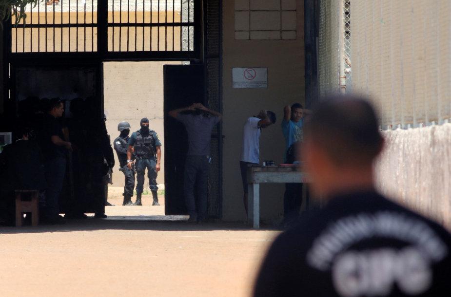 Asociatyvinė iliustracija: riaušių malšinimo policija Brazilijos kalėjime