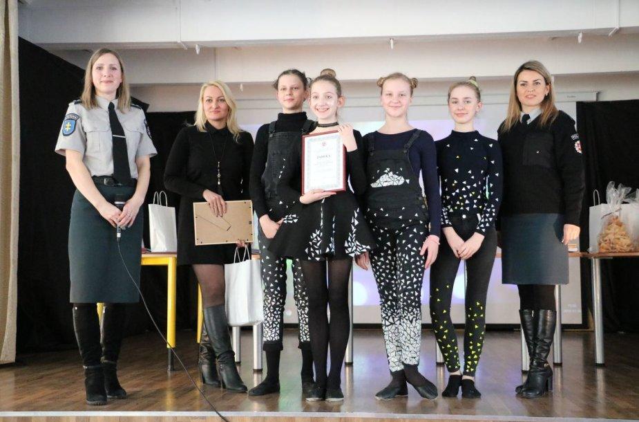 Apdovanoti ypatingų rūbų dizaineriais tapę Kauno moksleiviai