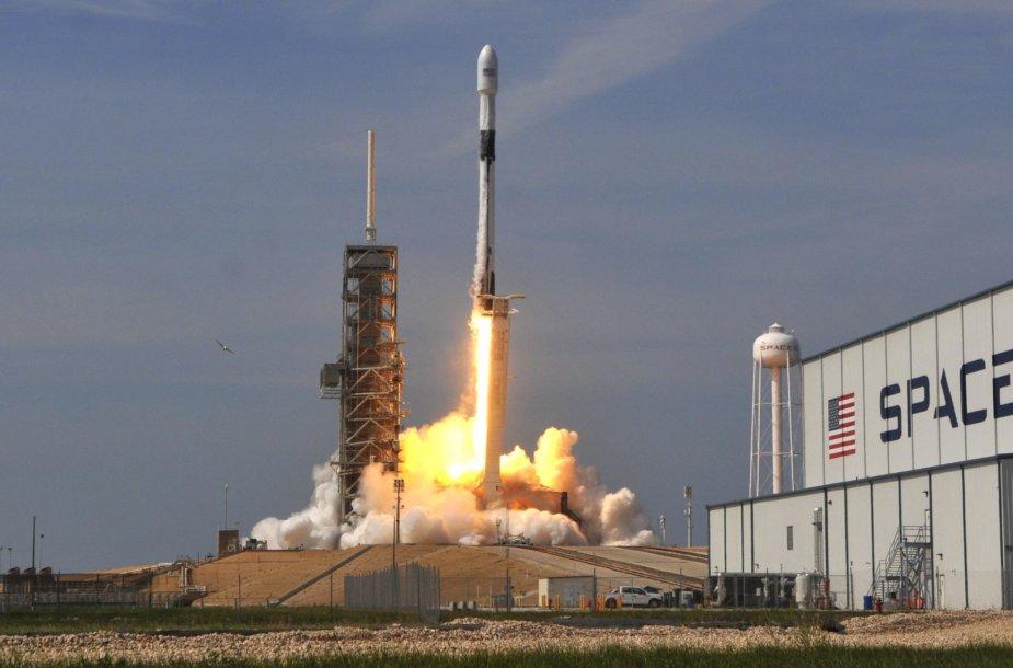 """""""Falcon 9"""" raketos paleidimas"""