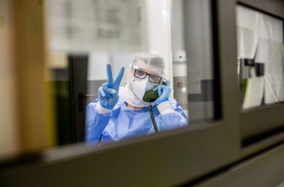 VUL Santaros klinikos. Kova su koronavirusu