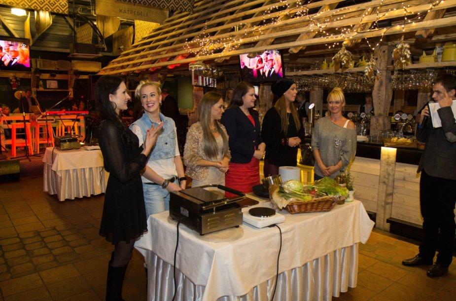 Sandra Chlevickaitė, Augustė Vedrickaitė, Monika Šalčiūtė, Berta Timinskaitė, Dileta Meškaitė ir Ingrida Martinkėnaitė