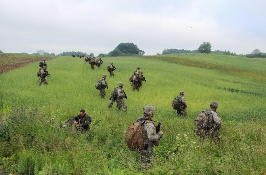 NATO kariai trenijuojasi ginti Suvalkų koridorių