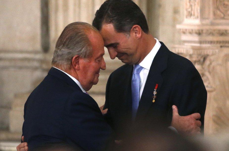 Ispanijos karalius Juanas Carlosas su sostą perėmusiu sūnumi Felipe VI