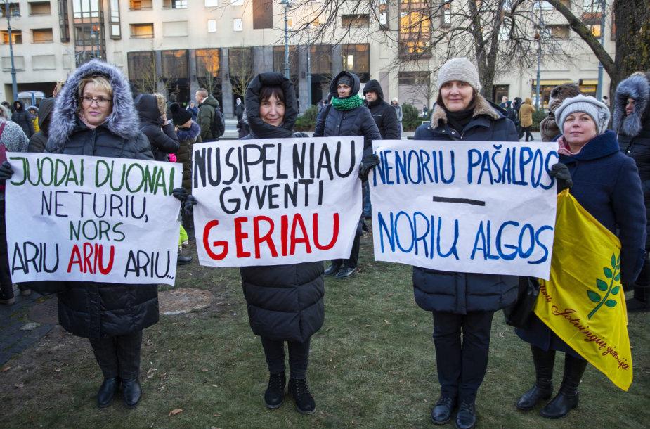 Pedagogų mitingas prie Seimo