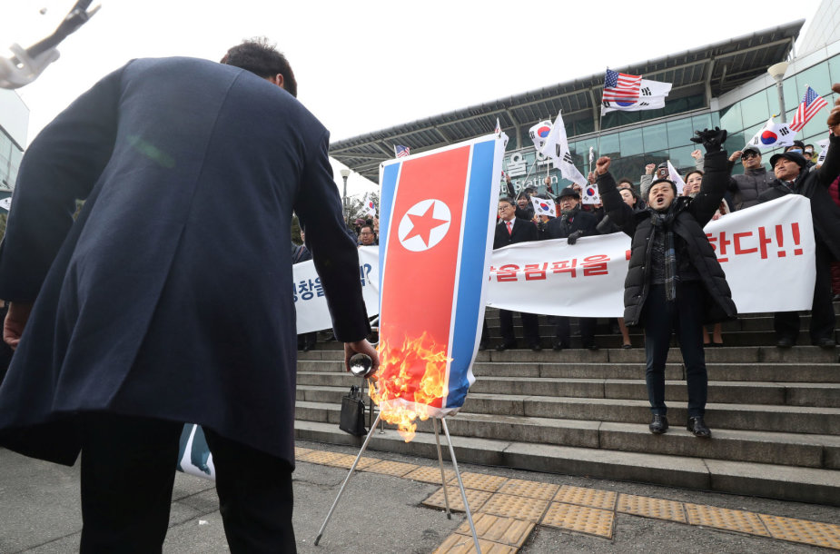 Hyon Song Wol vizito metu sudeginta Šiaurės Korėjos vėliava