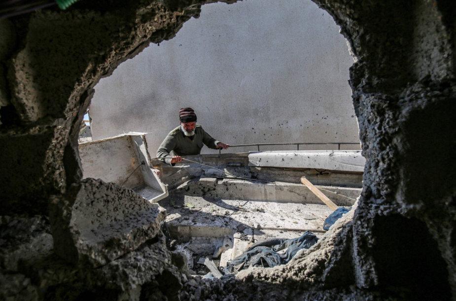 """Gazos Ruožas po Izraelio aviaciojs smūgio """"Hamas"""" taikiniams"""