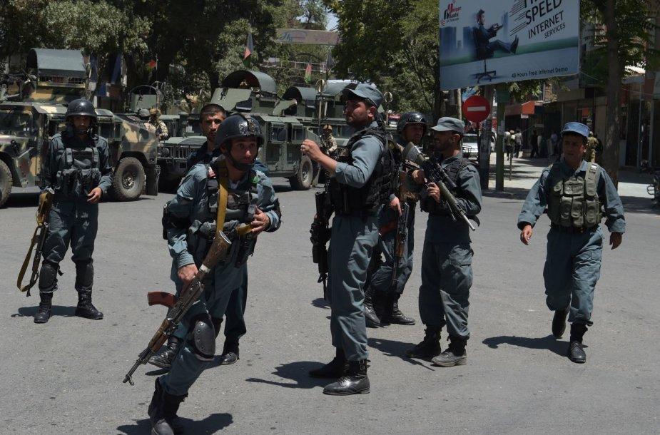 Afganistano pareigūnai įvykio vietoje