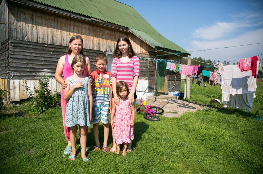 Keturis vaikus Kapčiamiesčio vienkiemyje auginančios Žanetos svajonė tik viena – vanduo namuose