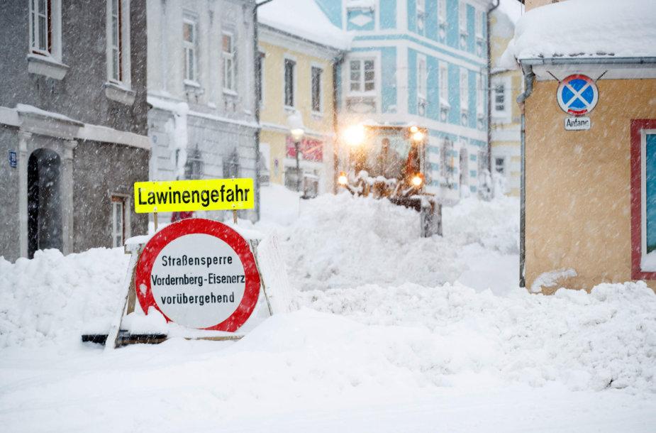 Sniegas paralyžiavo eismą Austrijoje ir dalyje Vokietijos
