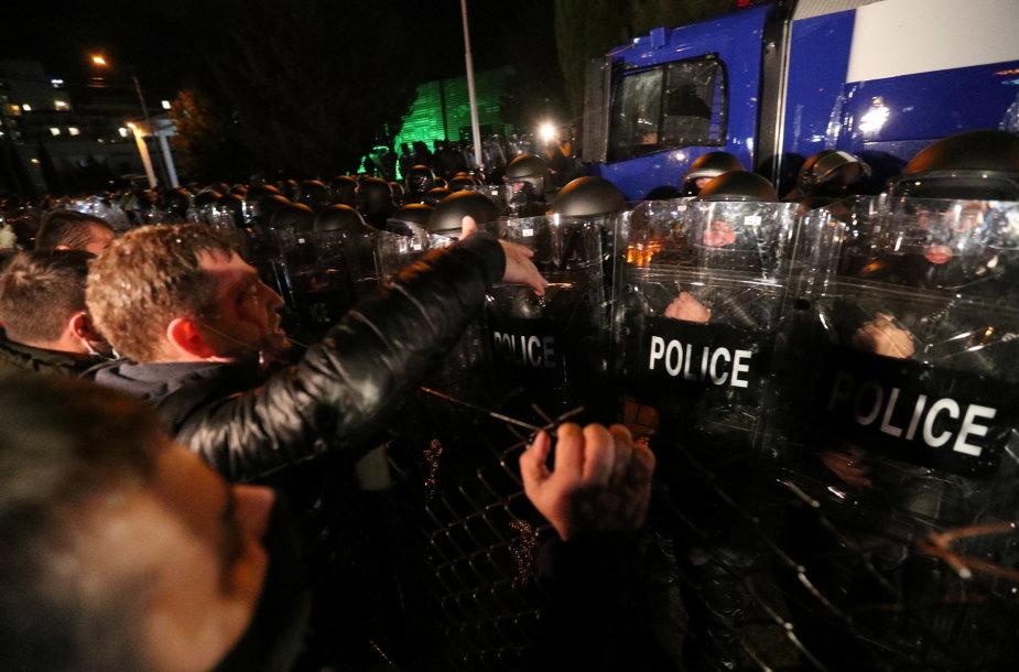 Protestuotojų ir policijos priešprieša Tbilisyje