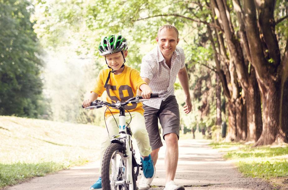 Savarankiškai išmokęs važiuoti dviračiu vaikas jau turi žinoti ir pagrindines KET