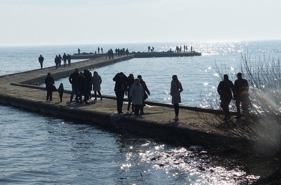 Marių molas pilnas žmonių