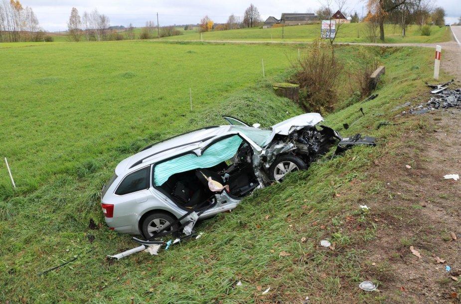 """Lenkijoje susidūrė """"Opel"""" ir """"Škoda"""" automobiliai"""