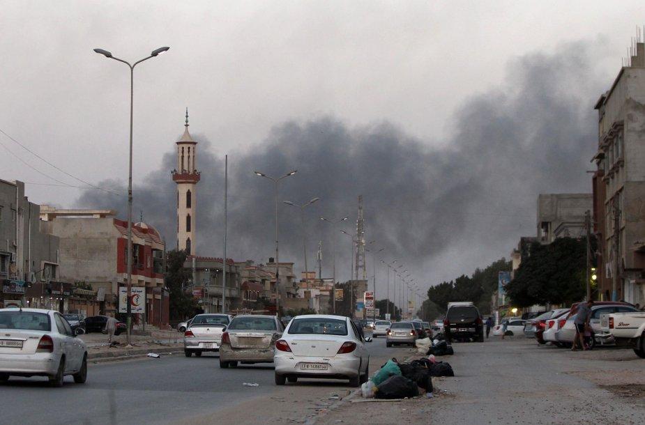 Libijos sostinėje Tripolyje verda mūšiai