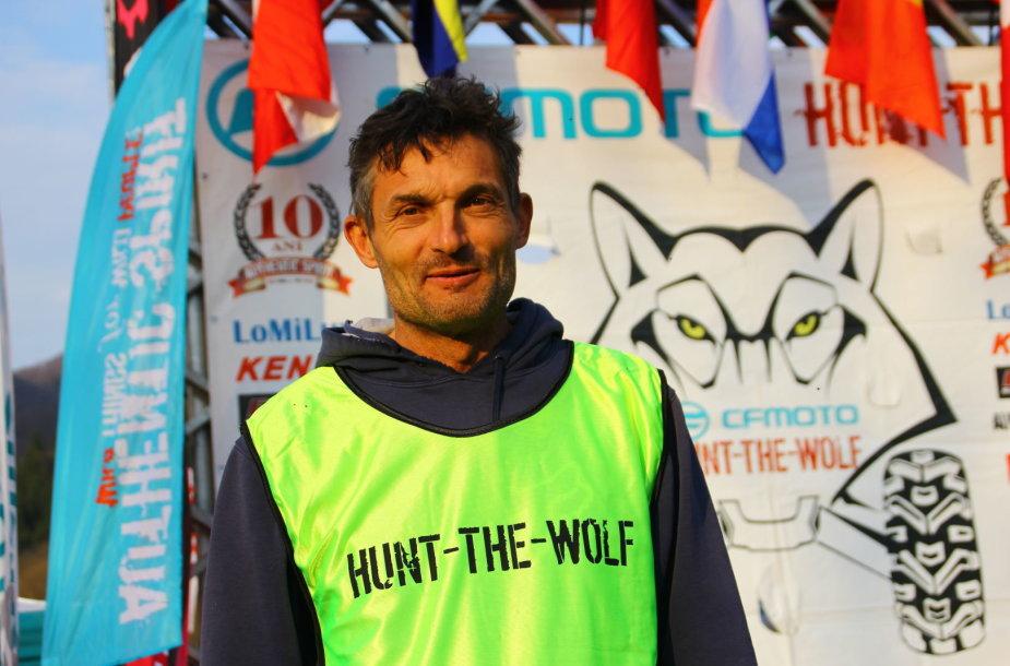 """""""Hunt The Wolf"""" dalyviai kuriasi bivake"""