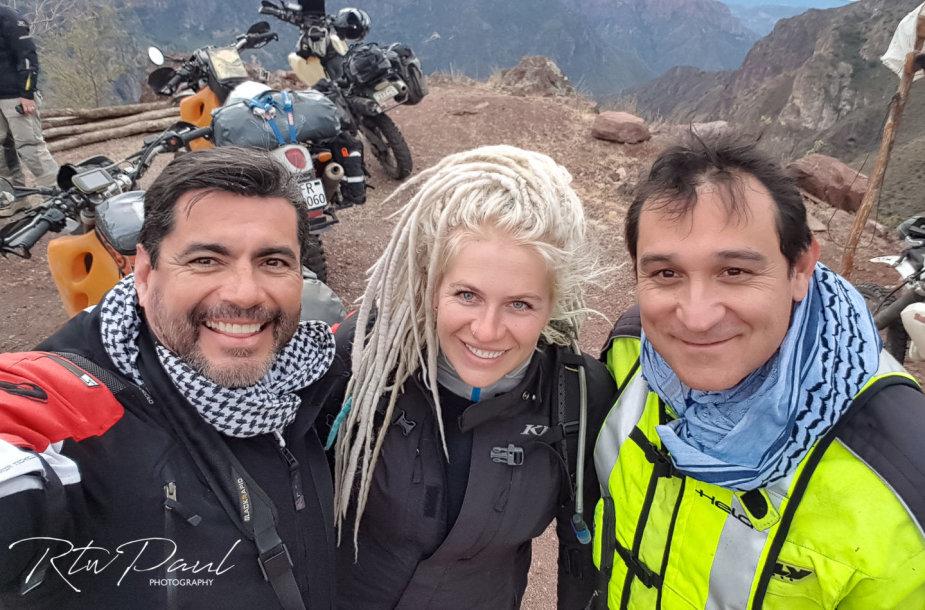 """Chihuahua Motorrad"" klubo motociklininkai Meksikos Batopilas miestelyje"