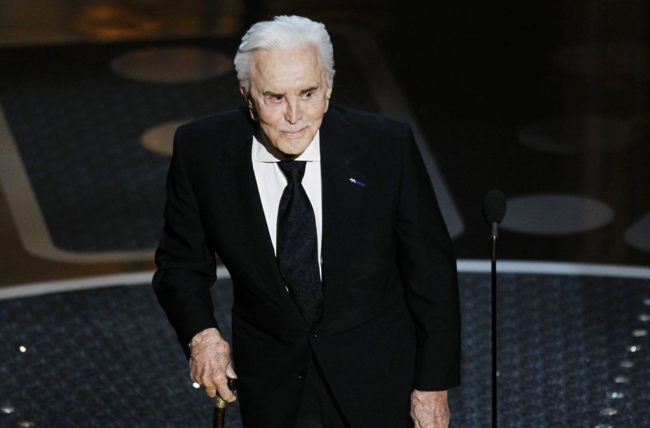 Kirkas Douglasas švenčia 97-ąjį gimtadienį