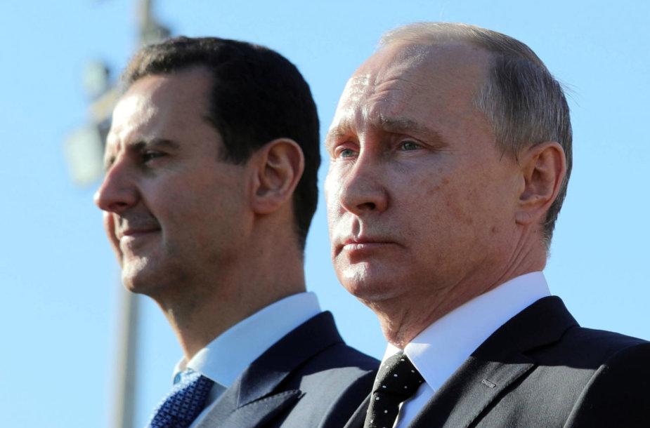 Basharas al Assadas ir Vladimiras Putinas Rusijos karinių oro pajėgų bazėje Sirijoje