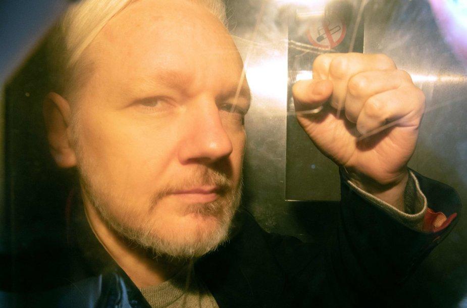 J.Assange'as atvyko į teismą