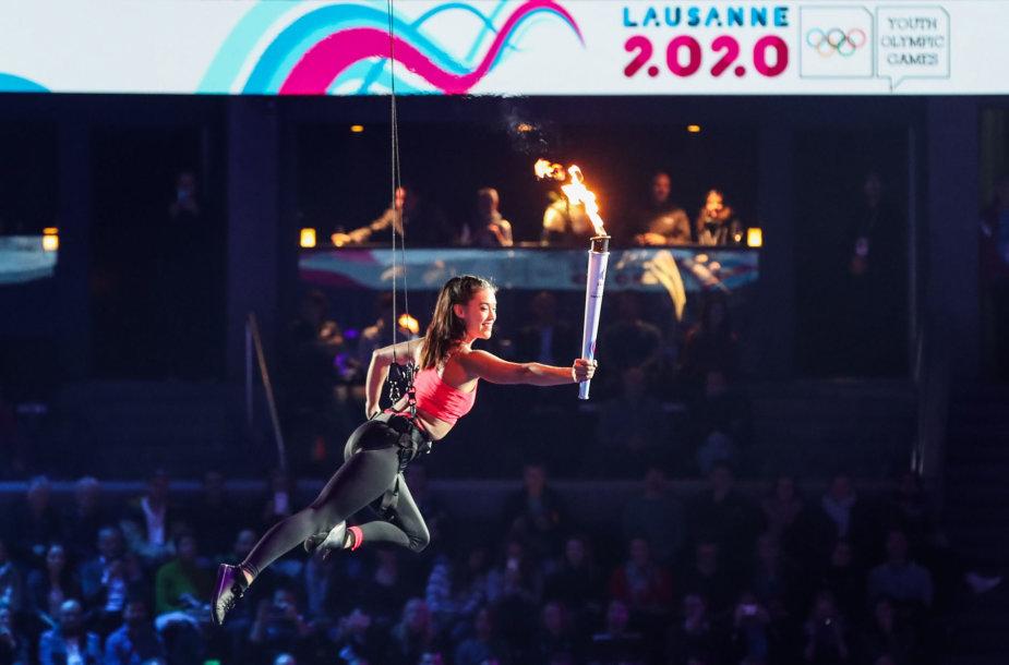Lozanoje artistų pasirodymais startavo jaunimo žiemos olimpinės žaidynės.