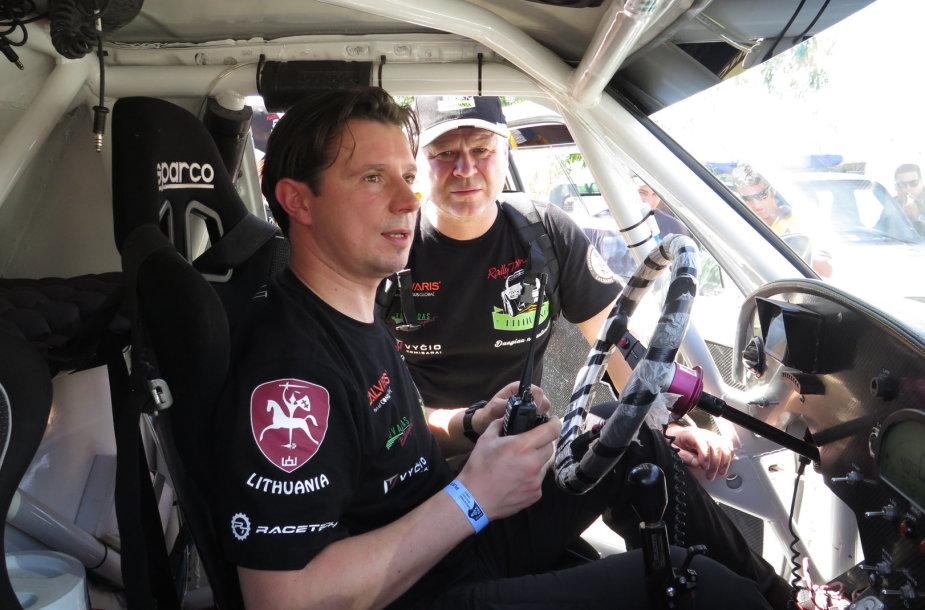 Antanas Juknevičius ir Edvardas Duoba pasiruošę Dakarui