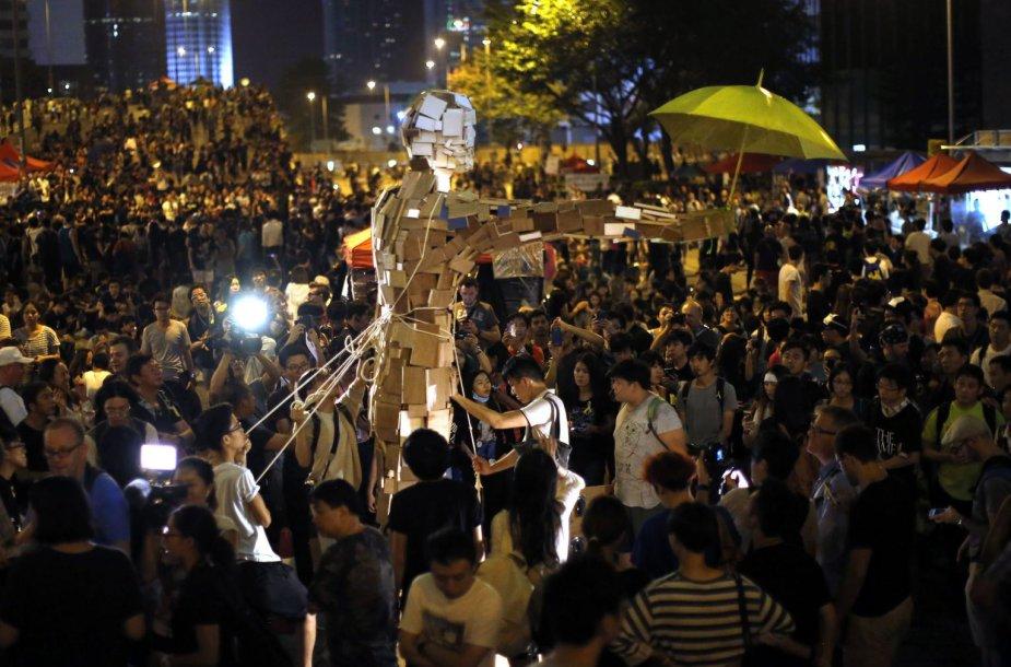 """Protestai Honkongeorganizuojami mobiliąją programėle """"FireChat"""""""