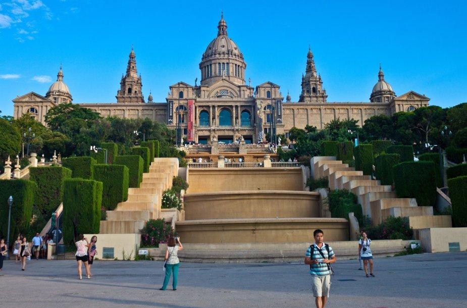 Ant Montjuic kalvos jau veikia Nacionalinis Katalonijos meno muziejus. Netrukus čia duris atvers ir Katalonijos architektūros muziejus