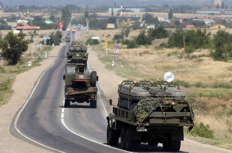 Į Ukrainą vežami raketos skirti konteineriai