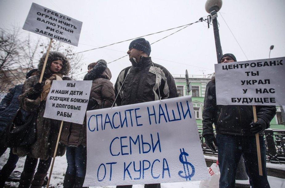 Paskolas JAV doleriais turinčių žmonių protestas prie Rusijos centrinio banko Maskvoje