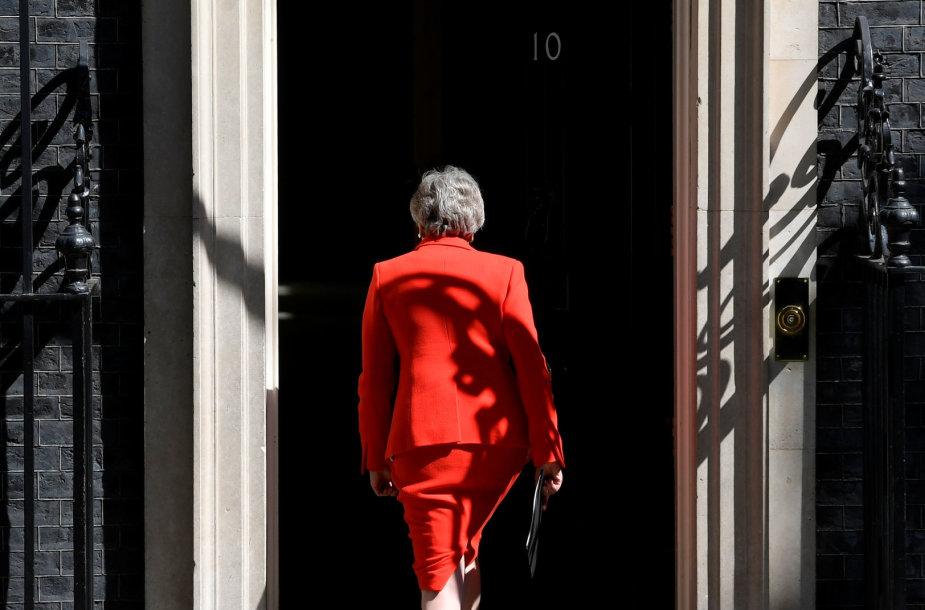 Theresa May paskelbė apie atsistatydinimą