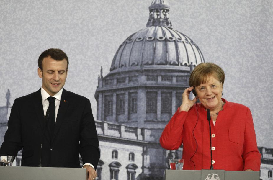 Emmanuelis Macronas Berlyne su Angela Merkel