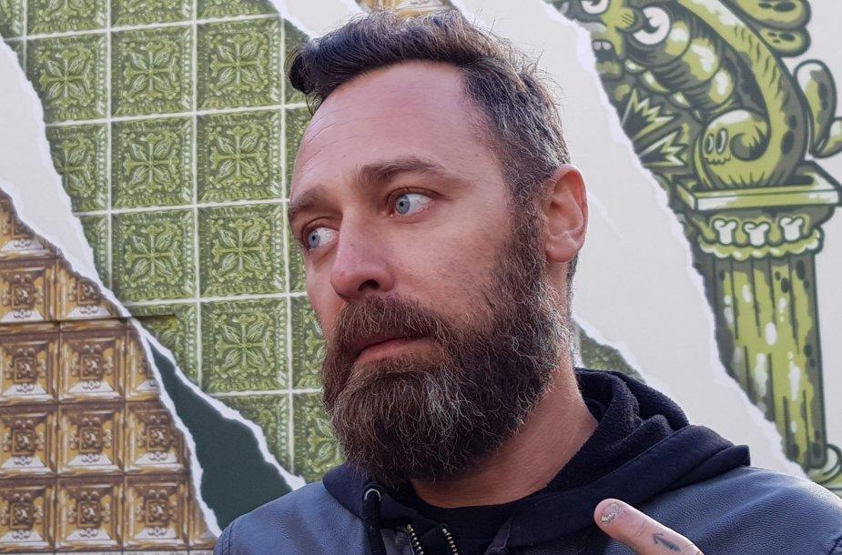 Diogo Machado kūrinys ant Klaipėdos Parodų rūmų sienos.