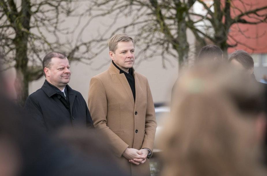 Šalia Vilniaus Karoliniškių gimnazijos atidaryta nauja mažoji futbolo aikštė