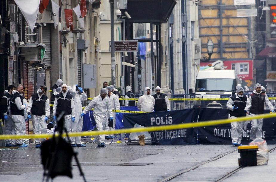 Policijos ekspertai dirba sprogimo vietoje