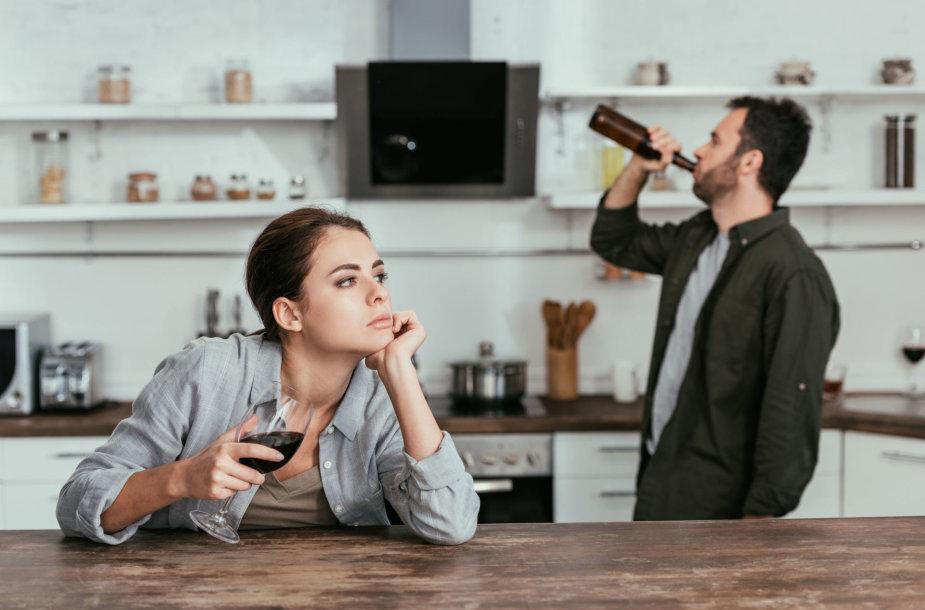 Neretai geriančių artimieji neatlaikę įtampos ir patys pradeda gerti