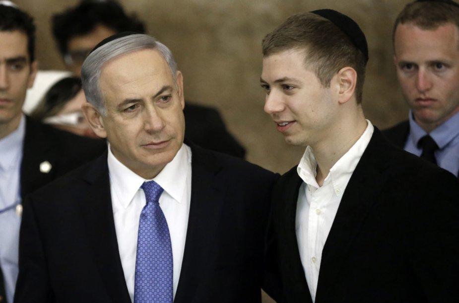 Benjaminas Netanyahu ir jo sūnus Yairas Netanyahu