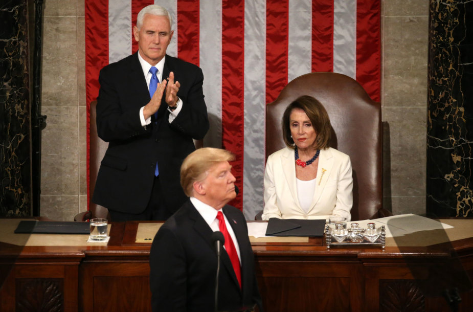 Mike'as Pence'as, Donaldas Trumpas ir Nancy Pelosi