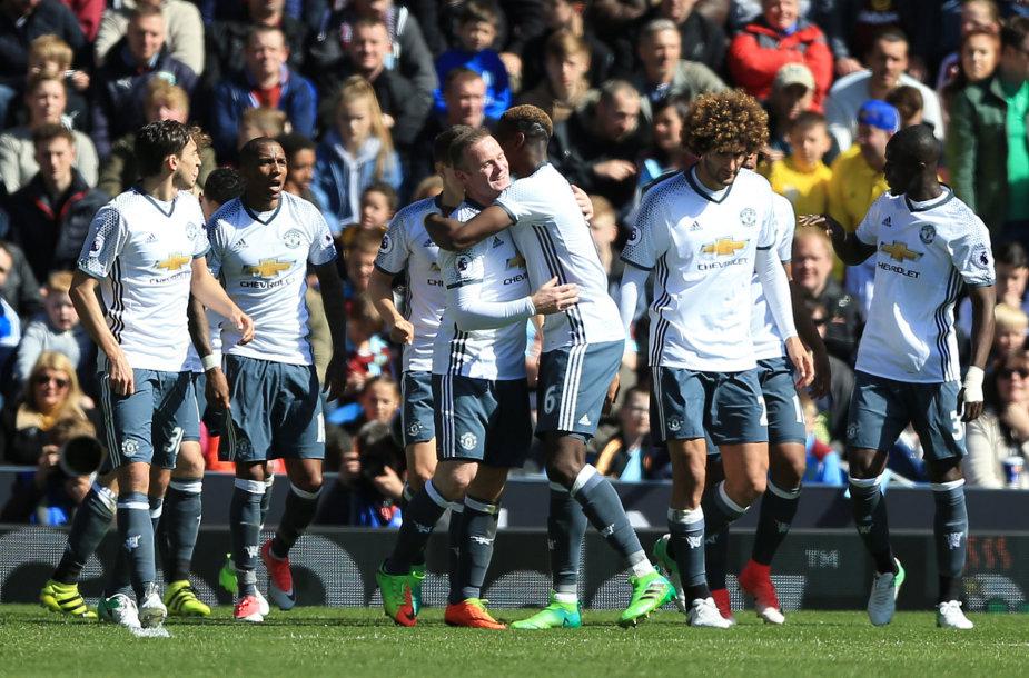 Komandos draugai sveikina Wayne'ą Rooney